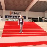 Viorela pe covorul rosu la Cannes